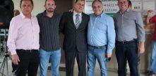 Novos diretores Chagas, Krzyzanovski e Chemin acompanhados do prefeito Marcelo Puppi e do vice Mauricio Rivabem