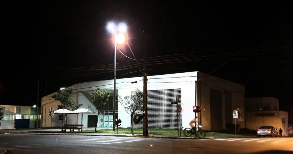 Iluminação em frente à sede do Procon também foi revitalizada.