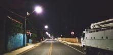 foto da avenida dom rodrigo,. em campo largo, dando destaque à iluminação pública instalada pela Cocel