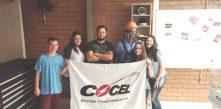 Time de aprendizes da Cocel compartilhando conhecimento
