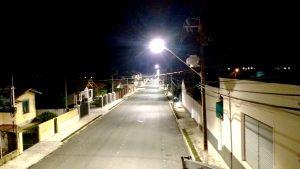 foto da rua caetano munhoz da rocha em campo largo, destacando a nova iluminação pública feita pela cocel