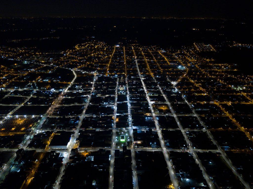 imagem aérea de campo largo destacando a iluminação em led finalizada pela cocel